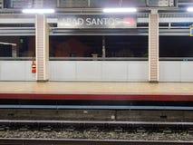 Plataforma da estação de Abad Santos LRT1 Fotografia de Stock