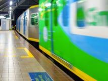 Plataforma da estação de Abad Santos LRT1 Foto de Stock
