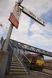 Plataforma da estação de comboio Imagens de Stock Royalty Free