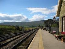 Plataforma da estação de Ribblehead, North Yorkshire, Inglaterra imagem de stock royalty free