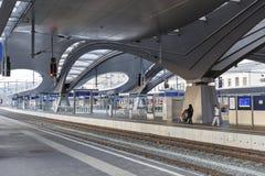 Plataforma da estação de trem de Graz Hauptbahnhof, Áustria Fotos de Stock Royalty Free
