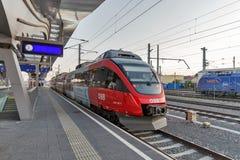 Plataforma da estação de trem de Graz Hauptbahnhof, Áustria Foto de Stock Royalty Free