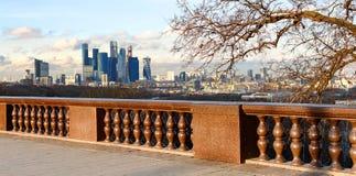 Plataforma da visão em montes do pardal moscow Federação Russa Fotos de Stock Royalty Free