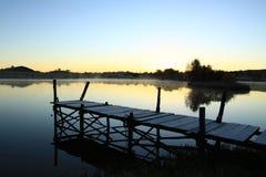 Plataforma da visão em um lago Fotografia de Stock Royalty Free