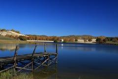 Plataforma da visão em um lago Fotos de Stock