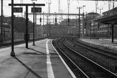 Plataforma de la estación de tren Foto de archivo libre de regalías