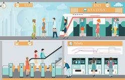 Plataforma de la estación del metro con viajar de la gente Imagenes de archivo