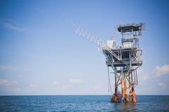 Plataforma de la perforación petrolífera en el mar y de la exploración Imagen de archivo libre de regalías
