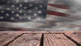Plataforma de madeira e bandeira americana video estoque