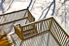 Plataforma de madeira no inverno fotografia de stock royalty free