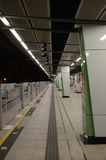 Plataforma de MTR em Ngau Tak Kok Station, Hong Kong Fotos de Stock Royalty Free