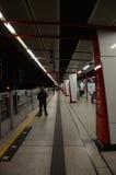 Plataforma de MTR na estação da baía de Kowloon, Hong Kong Imagens de Stock