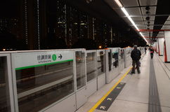 Plataforma de MTR na estação da baía de Kowloon, Hong Kong Fotografia de Stock Royalty Free