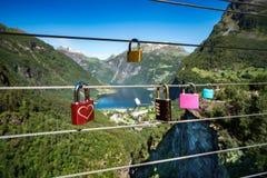 Plataforma de observação da vigia do ponto de opinião do fiorde de Geiranger, Noruega Fotografia de Stock Royalty Free