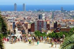 Plataforma de observaci?n en el parque Guell Este parque es uno de los proyectos del arquitecto Antonio Gaudi fotografía de archivo
