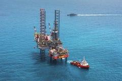 Plataforma de perforación costa afuera de la plataforma petrolera Fotos de archivo