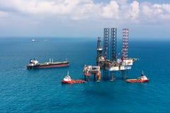 Plataforma de perforación costa afuera de la plataforma petrolera Fotos de archivo libres de regalías