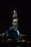 Plataforma de perforación de la tierra de la noche Imagenes de archivo