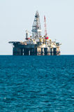 Plataforma de perforación de la plataforma petrolera del mar Fotos de archivo libres de regalías