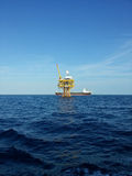 Plataforma de petróleo e gás Imagens de Stock