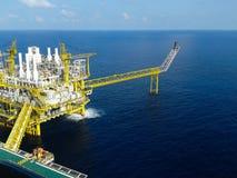Plataforma de petróleo e gás com burning do gás Fotografia de Stock
