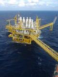 Plataforma de petróleo e gás com burning do gás Imagem de Stock Royalty Free