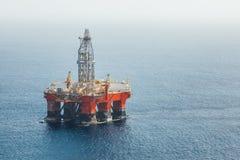 Plataforma de petróleo y gas costera imagen de archivo libre de regalías