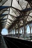 Plataforma de una estación de tren Imagen de archivo libre de regalías