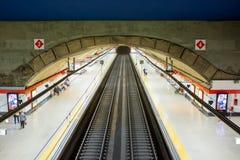 Plataforma del metro de Madrid en la estación de Chamartin Fotografía de archivo