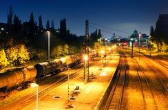 Plataforma del transporte de la carga del tren - tránsito del cargo Imagen de archivo libre de regalías
