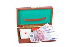 Plataforma e microplaquetas do póquer Fotos de Stock Royalty Free
