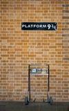 Plataforma 9 3/4 e trole Imagens de Stock