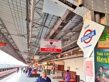 Plataforma ferroviaria del ferrocarril de Dimapur fotos de archivo