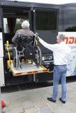 Plataforma fisicamente deficiente da acessibilidade do ônibus Imagem de Stock Royalty Free