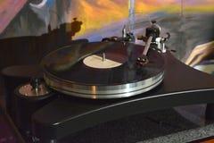 Plataforma giratória Audiophile com registro de vinil imagens de stock royalty free