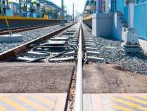 Plataforma leve do trilho do metro que olha ocidental na 26a estação de St/Bergamot em Santa Monica Imagem de Stock