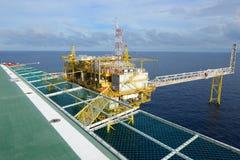 A plataforma petrolífera. Fotos de Stock