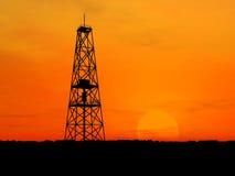 Plataforma petrolífera da silhueta Fotografia de Stock Royalty Free