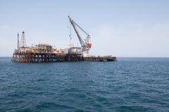 Plataforma petrolífera e navio de petroleiro Foto de Stock Royalty Free
