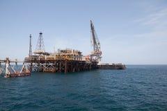 Plataforma petrolífera e navio de petroleiro Fotos de Stock Royalty Free