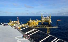 A plataforma petrolífera no golfo de Tailândia. Imagem de Stock