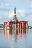 Plataforma petrolera. Fotos de archivo libres de regalías