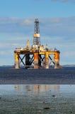 Plataforma petrolera costa afuera Fotos de archivo libres de regalías