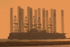 Plataforma petrolera costa afuera en el wa bajo Foto de archivo libre de regalías