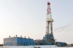 Plataforma petrolera del invierno Fotografía de archivo libre de regalías