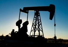 Plataforma petrolera (silueta) imagen de archivo