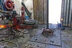 Plataforma petrolera - tabla rotatoria - perforación Imagen de archivo libre de regalías