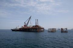 Plataforma petrolera y nave de petrolero Imagen de archivo