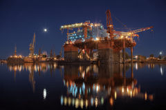 Plataforma petrolífera nas jardas Fotografia de Stock Royalty Free