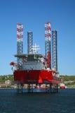 Plataforma petrolífera a pouca distância do mar Imagem de Stock Royalty Free